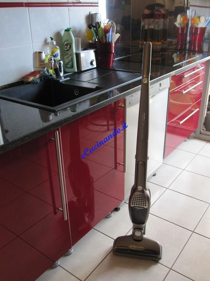 Affettatrice scopa elettrica attrezzi for Attrezzi per la cucina