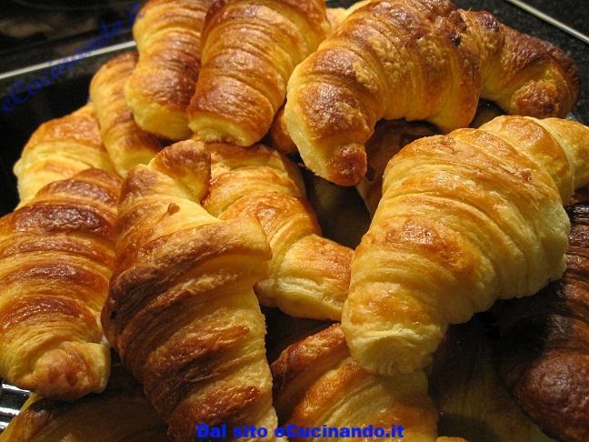 Focaccia-pugliese-di-adriano-e-croissant-di-paoletta