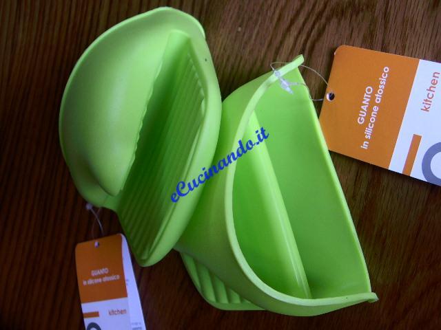 Guanti in silicone attrezzi per la cucina for Attrezzi cucina in silicone